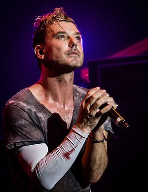 Gavin Rossdale - Rossdale performing in November 2016
