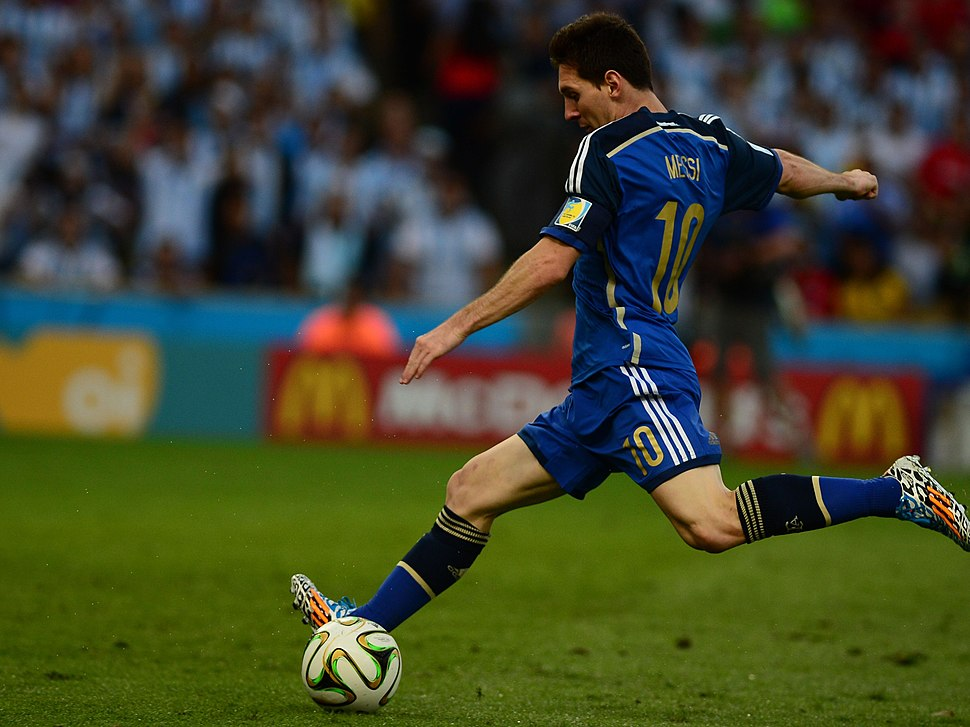 Germany and Argentina face off in the final of the World Cup 2014 04 crop