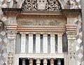 Giovanni antonio amadeo, facciata della cappella colleoni, 1472-75, finestra di dx 04 pilastri.JPG
