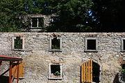 Gościszów Ruiny dawnego folwarku przy zamku.JPG