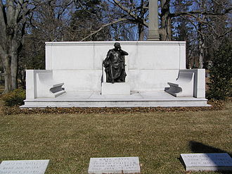 Joseph Pulitzer - The grave of Joseph Pulitzer in Woodlawn Cemetery