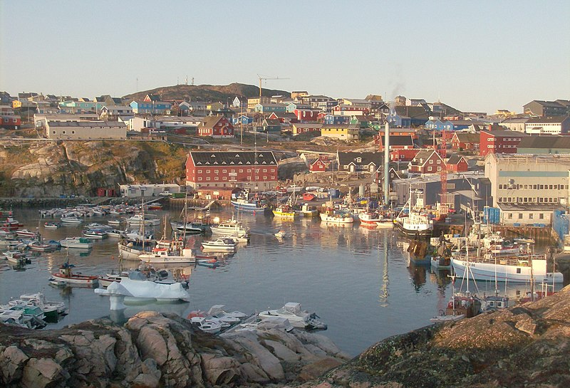 File:Greenland 1, Harbour of Ilulissat.jpg