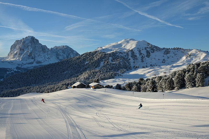 File:Groomed skirun from Seceda Val Gardena.jpg