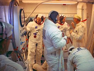 Günter Wendt - Wendt (right, standing) with the Apollo 11 crew (Collins, Aldrin, Armstrong) in the LC-39A white room