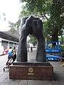 HK 尖沙咀 TST Nathan Road 柏麗購物大道 Park Lane Shopper's Boulevard Bronze sculpture Thank you Van Lau Nov-2015 DSC.JPG