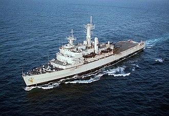 HMS Fearless (L10) - Image: HMS Fearless (L10) off North Carolina 1996