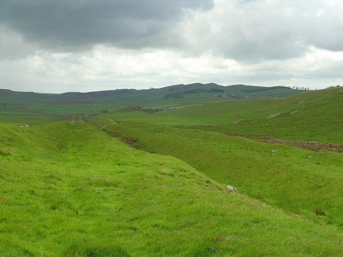 Vallum (Hadrian's Wall) - Wikipedia