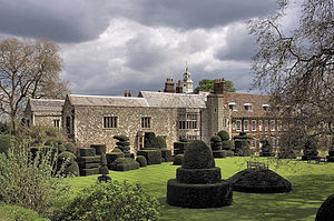 Hall Place - A view of Hall Place showing the topiary garden