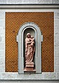 Herz-Jesu-Kirche Fassadendetail hl Maria mit Jesuskind DSC 6848w.jpg