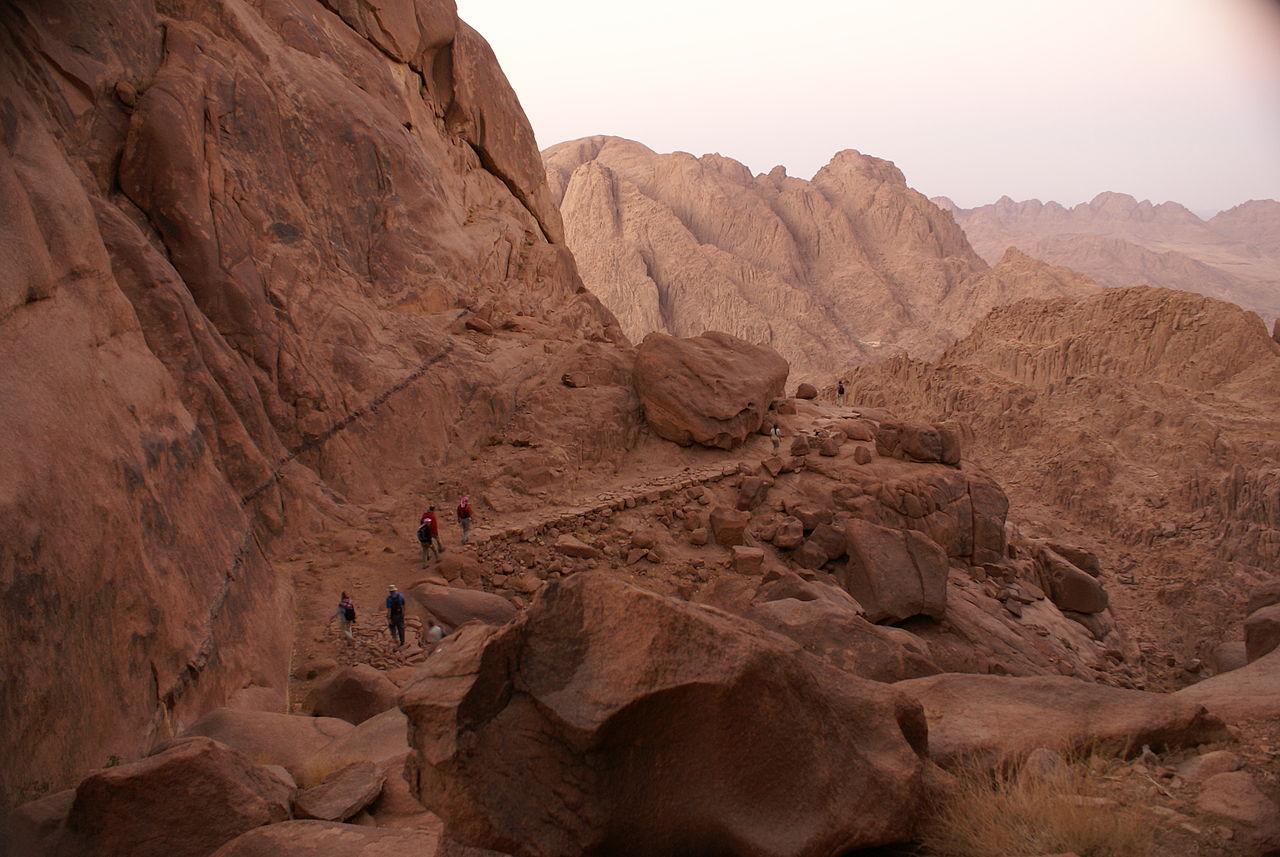 File Hiking On Mount Sinai Jpg Wikimedia Commons