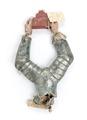 Hjälmprydnad i form av armar som håller en röd trappgavel, 1700-talets slut - Livrustkammaren - 107195.tif