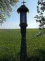 Holzstele mit Heiligen Abtsgmuend Berg.JPG