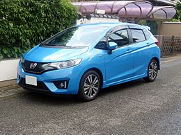 Honda FIT HYBRID S Package (GP5) front.JPG