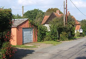 English: House and garage, Offton