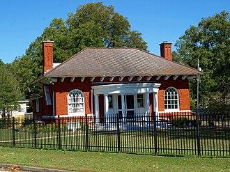 National Register of Historic Places listings in Etowah County, Alabama - Image: Howard Gardner Nichols Memorial Library Oct 2014 1
