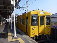 JNR 105 Setouchi yellow livery at Omachi Station 20140104.jpg