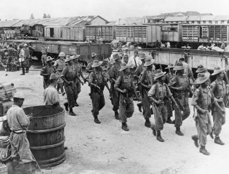 Départ des troupe japonaises de Bangkok en 1945.