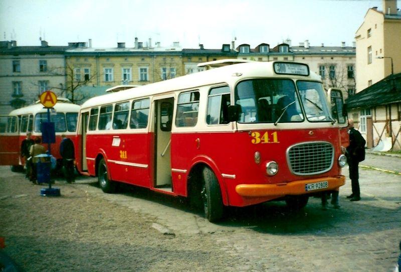 Un des plus vieux bus polonais, aujourd'hui hors service. Appellé le concombre ou ogorek, je lui trouve une fière allure - Photo de Lukas 3z
