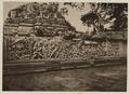 KITLV 40030 - Kassian Céphas - Reliefs on the terrace of the Shiva temple of Prambanan near Yogyakarta - 1889-1890.tif