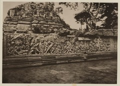 KITLV 40030 - Kassian Céphas - Reliefs on the terrace of the Shiva temple of Prambanan near Yogyakarta - 1889-1890.tif