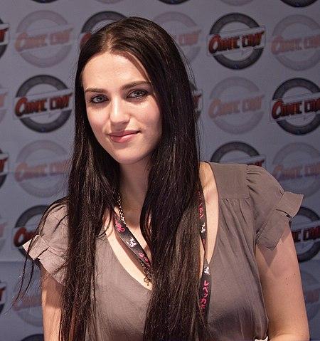 Katie McGrath at Comic Con France 2010 - P1440209.jpg
