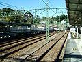 Keikyu-railway-main-line-Hemi-station-platform.jpg
