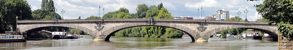 Kew Bridge panorama, 2018
