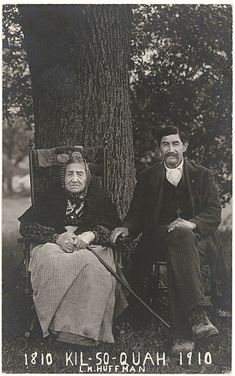 Kiilhsoohkwa - Kiilh-sooh-kwa and her son, 1910 by L. M. Huffman. Courtesy of Smithsonian Institution National Museum of the American Indian.