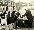 Kinderen bij koek-en-zopie - Young skaters buying refreshments (4902176826).jpg