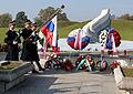Komemoracija ob spomeniku padlim v vojni za Slovenijo 1991 na ljubljanskih Žalah 2014 01.jpg