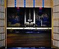 Kyoto Nishi Hongan-ji Gründerhalle Innen Seitenaltar.jpg