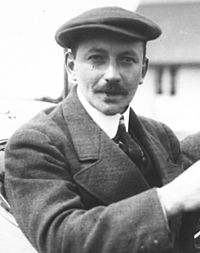 Léon Molon in his Vinot-Deguignand at the 1912 French Grand Prix at Dieppe (cropped).jpg