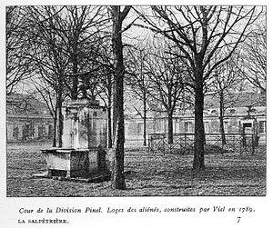 La Salpetriere; cour de la division Pinel Wellcome L0014776.jpg
