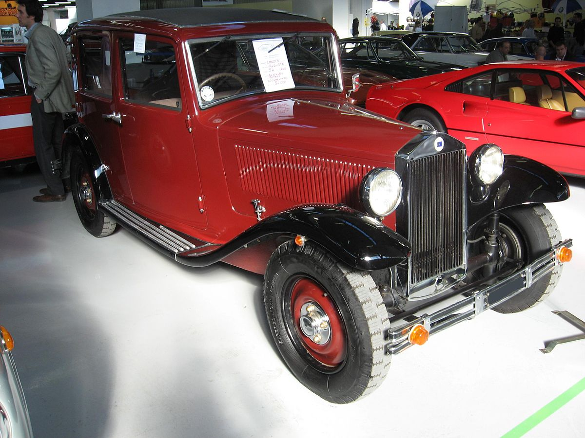 https://upload.wikimedia.org/wikipedia/commons/thumb/d/da/Lancia_Augusta.JPG/1200px-Lancia_Augusta.JPG