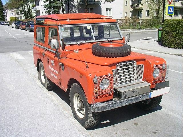 Archivo:Land Rover Defender FFW.Front.jpg