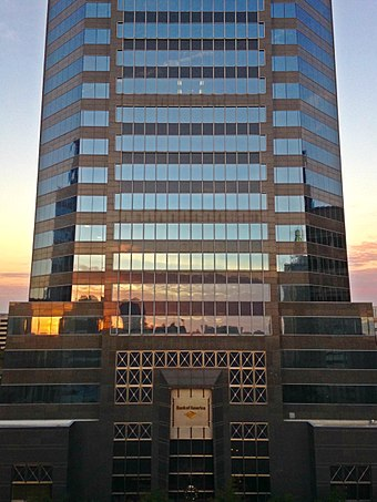 Bank of America Tower, located on Laura Street in Jacksonville, Florida LaurastBOAT.jpg