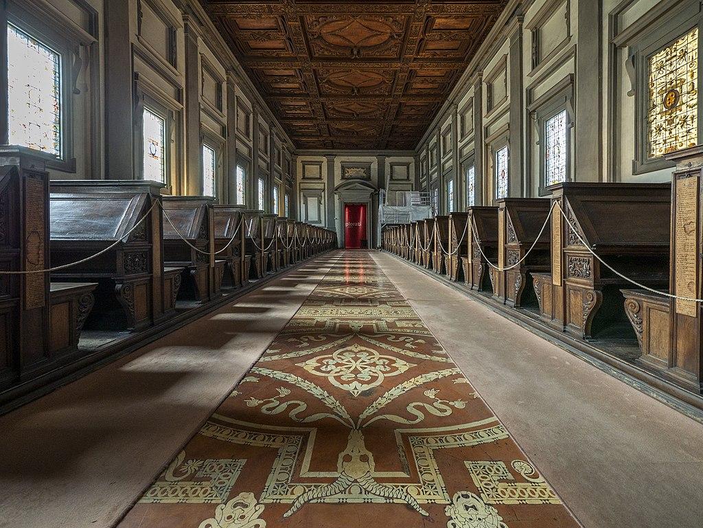 La sala di lettura vista dalla cima delle scale. Biblioteca Medicea Laurenziana. Basilica di San Lorenzo, Firenze