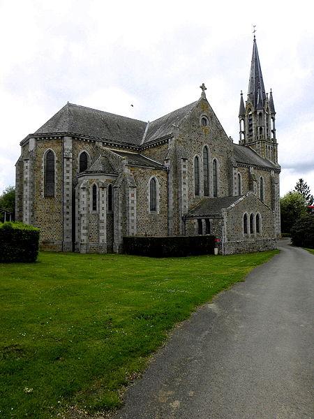 Église Saint-Martin à Le Pas (53). Chevet et flanc est.
