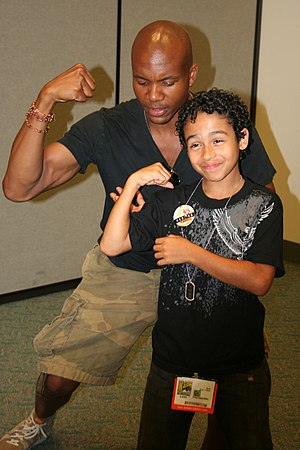 Leonard Roberts - Leonard Roberts (left) with Heroes co-star Noah Gray-Cabey (right) in 2006
