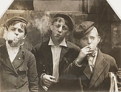 Lewis Hine - Newsies at Skeeters Branch, St. Louis, Missouri - Google Art Project.jpg
