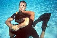 Eine Umklammerung beim Rettungsschwimmen