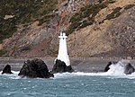 Lighthouses approaching Wellington 2 (31625494692).jpg