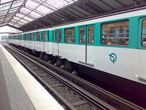 Paris Métro Line 6 - Image: Ligne 6@Bir Hakeim