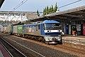 Loc EF210 131 trekt een containertrein door station Miyajimaguchi, -19 april 2019.jpg