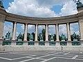 Lto-bud2016-heldenplatz-millenniumsdenkmal-kolonnade-links.jpg