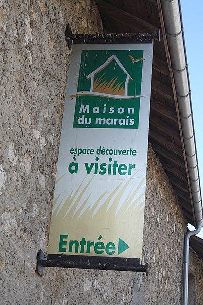 Panneau d'entrée de la Maison du Marais à Ceyzérieu