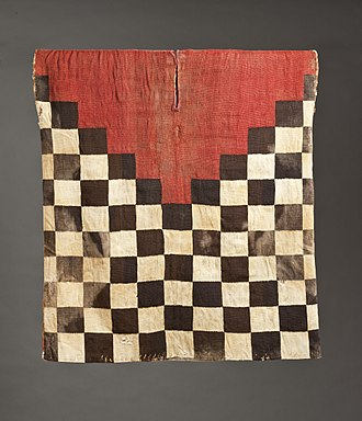 Inca army - An Incan standard military tunic made of black and white checks and a red triangle below the neck.