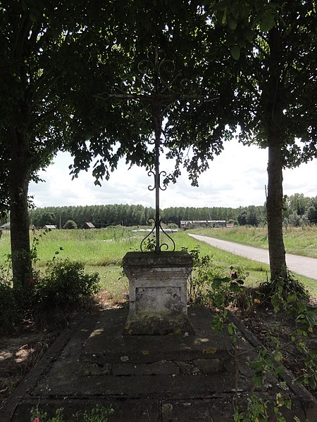 Marest-Dampcourt (Aisne) croix de chemin à Marest