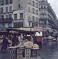 Markt bij de Hallen in Parijs, Bestanddeelnr 255-9990.jpg
