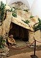 Massa marittima, museo archeologico, ricostruzione di una caverna preistorica.JPG